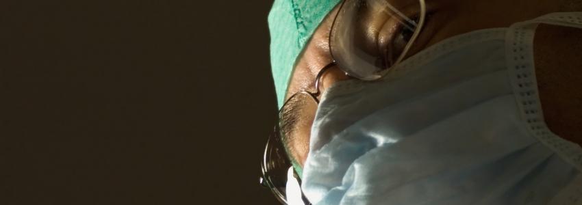 Кризис: лучше избегать контактных линз