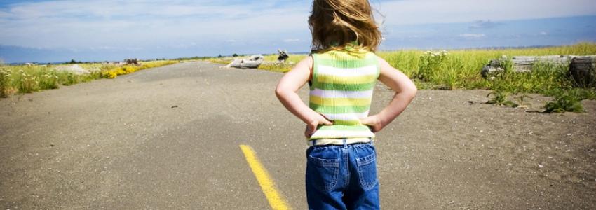 Почему ребенок не общается с другими детьми?