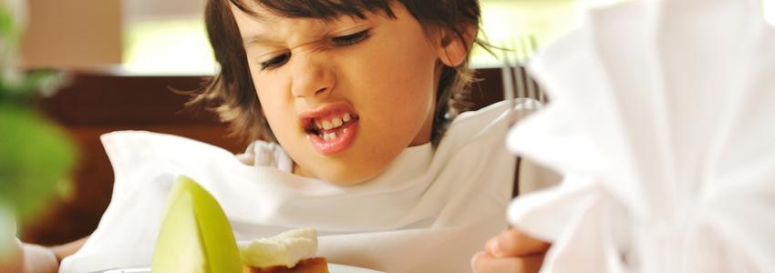 Как заставить ребенка поесть: психологические уловки